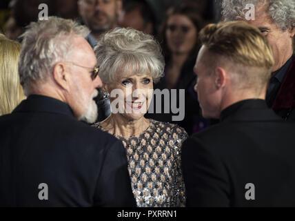 """Londra, Regno Unito. 23 Ott, 2018. Anita Dobson assiste la prima mondiale di """"Bohemian Rhapsody' a SSE Wembley Arena. Credito: Gary Mitchell SOPA/images/ZUMA filo/Alamy Live News Foto Stock"""