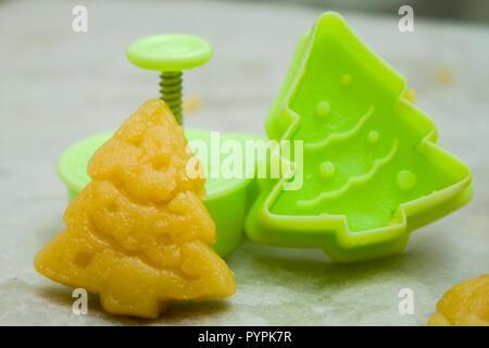 Biscotti Di Natale X Bambini.Impasto Crudo Per Biscotti Di Natale Per I Bambini Rendendo Pan Di