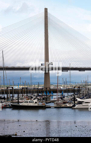 Il nuovo Queensferry attraversando ponte stradale sul Firth of Forth tra Edimburgo e North Queensferry Scotland Regno Unito Regno Unito