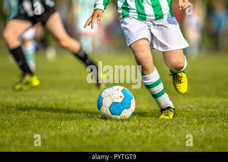 Tappeti Per Bambini Campo Da Calcio : I bambini che giocano a calcio in erba artificiale per motivi di