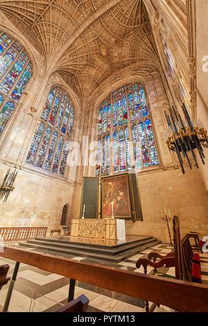 L'altare e Rubens dipinto nel coro del coro del King s College, Università di Cambridge, Inghilterra. Foto Stock