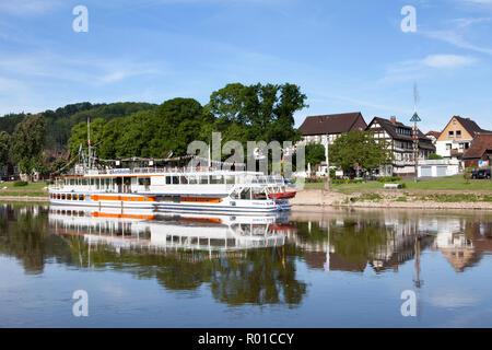 Nave passeggeri Karlshafen, Bodenwerder, luogo di nascita del barone Muenchhausen, Weserbergland, Bassa Sassonia, Germania, Europa Foto Stock