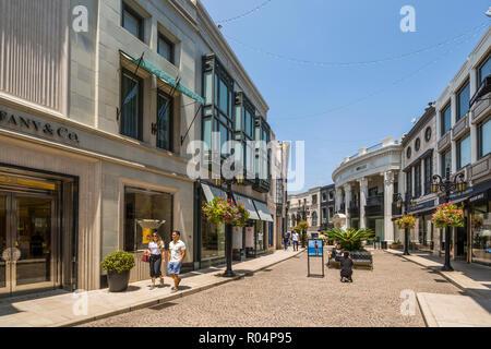 Vista di negozi di Rodeo Drive e Beverly Hills, Los Angeles, California, Stati Uniti d'America, America del Nord