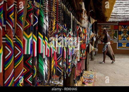 Beadwork colorate al Villaggio Culturale Lesedi