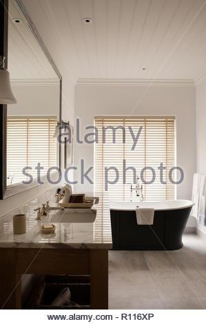 Bagno classico con vasca - Cucina barilla whirlpool ...