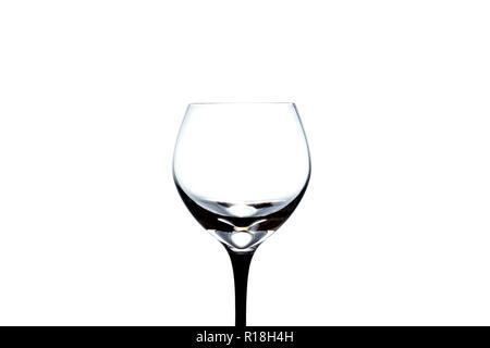 Svuotare wineglass close-up isolato su uno sfondo bianco Foto Stock