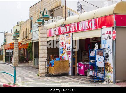 4 maggio 2018 un piccolo angolo mini mercato dei drusi città araba di Buqata in Israele in un tranquillo venerdì pomeriggio prima di Sabato. Foto Stock