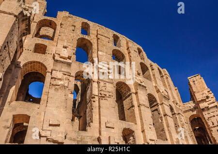 Rovine del più grande Colosseo in Nord Africa. El Jem,Tunisia, l'UNESCO. Foto Stock