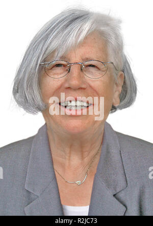Ritirato donna ride Foto Stock