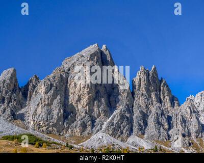 Passo Gardena, Passo Gardena, 2121m, Cirspitzen, del gruppo Puez, Dolomiti a Selva di Val Gardena, Alto Adige, Trentino Alto Adige, Italia, Europa Foto Stock