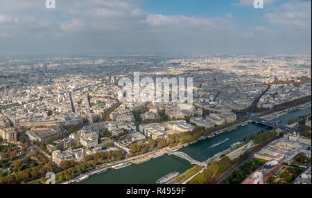 Guardando a Nord dalla Torre Eiffel in un Molto Nuvoloso Giorno Foto Stock