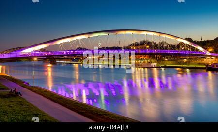 Padre Bernatek ponte pedonale, Cracovia in Polonia Foto Stock