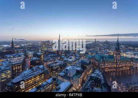 Vista aerea di Hamburg City Center in inverno
