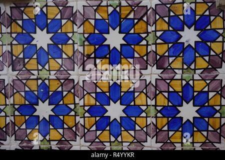 Portoghese di piastrelle di ceramica a motivi geometrici all