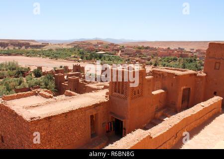 Aït-Ben-Haddou Lehmbauten am Salzfluss - Weltkulturerbe Foto Stock