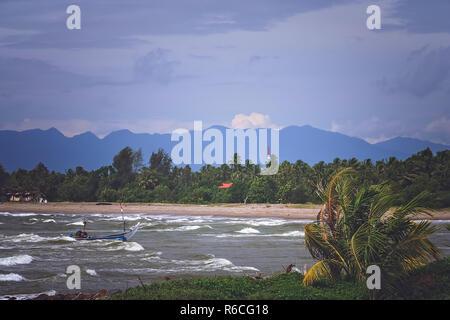 Mare mosso sulla costa di Sumatra