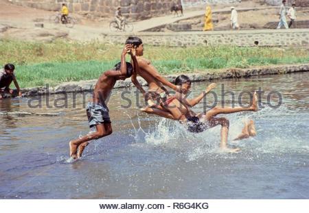 Bambini che giocano, India Foto Stock
