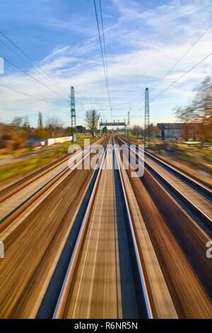 I binari ferroviari blur Foto Stock
