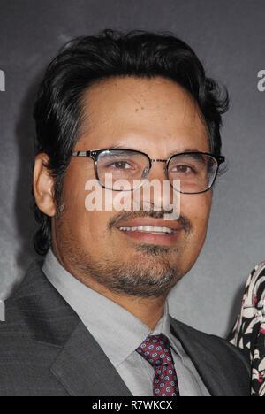 """Michael Peña 12/10/2018 La prima mondiale di """"Il mulo"""" tenutasi presso il Regency Village Theatre di Los Angeles, CA Foto: Cronos/Hollywood News"""