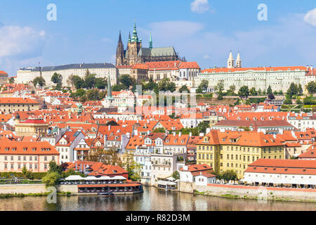 Praga Repubblica Ceca Praga skyline con il castello di Praga e la cattedrale di san vito Mala Strana di Praga Repubblica Ceca Europa