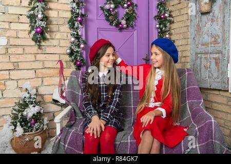 Ragazze stile d inverno. Bambine con stile di moda per la stagione  invernale. cd4349423db