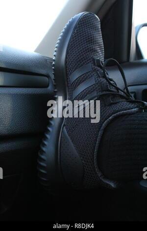 Adidas Cloudfoam Ultimate scarpe da ginnastica all'interno