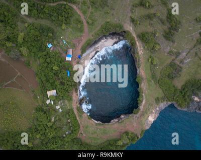Vista superiore del Broken Bay. Nusa Penida, Indonesia Foto Stock