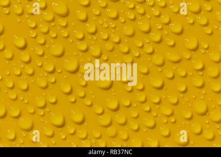 Rugiada di mattina su giallo superficie in plastica Foto Stock