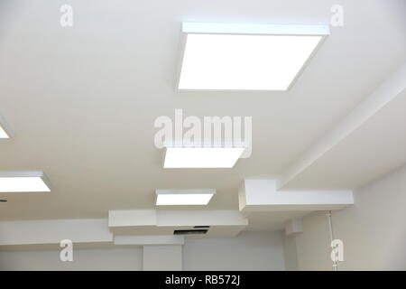 Controsoffitto con moderna illuminazione a led foto immagine