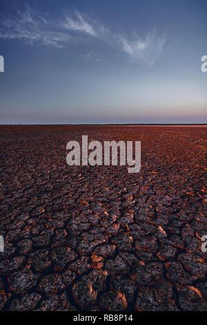 Vaste espansioni di terra nel deserto Sarigua ottenere lasciate dalla bella luce laterale. Foto Stock