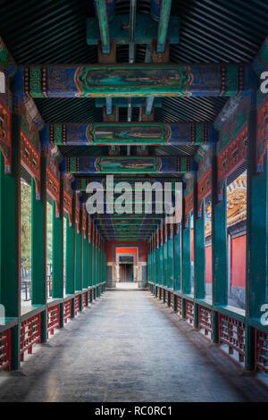 Il palazzo d'Estate (cinese: 頤和園), è un vasto complesso di laghi, giardini e palazzi di Pechino. Foto Stock