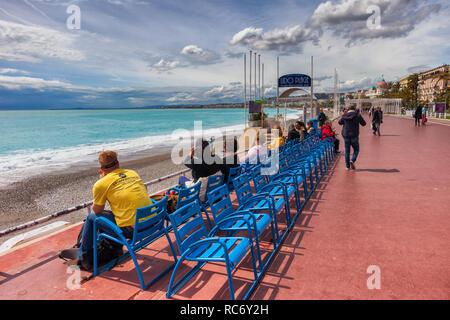Sedie Blu Nizza : Sedie blu al promenade des anglais di nizza costa azzurra cote d