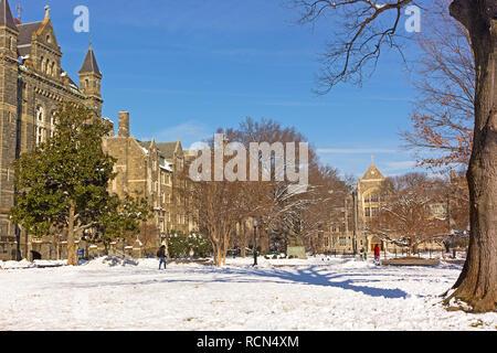 Washington DC, Stati Uniti d'America. 15 gen 2019. Classi riprende oggi presso la Georgetown University dopo una nevicata smorzata vicino a un piede di neve nel Distretto di Columbia. Credito: Andrei Medvedev/Alamy Live News