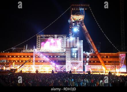 Evento finale della Ruhr2010, capitale della cultura anno, ex miniera Zeche Nordstern è illuminato come una nave, live show, Gelsenkirchen Foto Stock