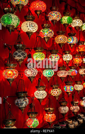 Lampade, display, Grand Bazaar, Istanbul, Turchia Foto Stock