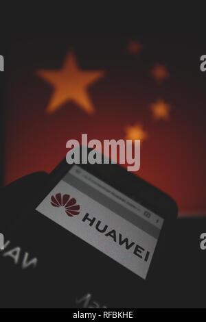 Huawei Logo Sul Suo Sito Web è Mostrato Su Un Display Dello