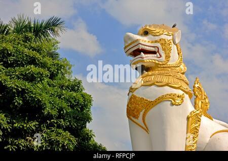Drago al Shwedagon pagoda Yangon, MYANMAR Birmania Foto Stock