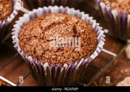 Caffè fatti in casa muffin close-up. Tradizionale American dessert. Messa a fuoco selettiva