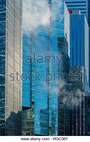 Edificio per uffici grattacieli di pareti in vetro nel distretto finanziario di Toronto Ontario Canada Foto Stock