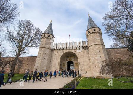 Il Topkapi Palace. Il gate del saluto, ingresso al secondo cortile del Palazzo Topkapi. Era la residenza dei Sultani per 400 anni Istanbul Foto Stock