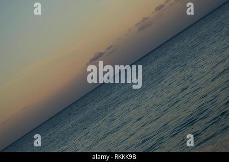 Crazy orizzonte, oceano pacifico, i colori della natura Foto Stock