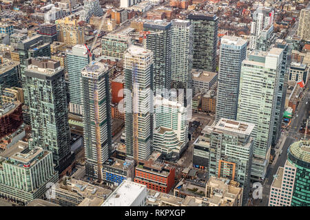 Toronto, Ontario, Canada - 12 gennaio 2019. Vista aerea, preso dalla CN Tower, degli edifici presso il centro cittadino di città,