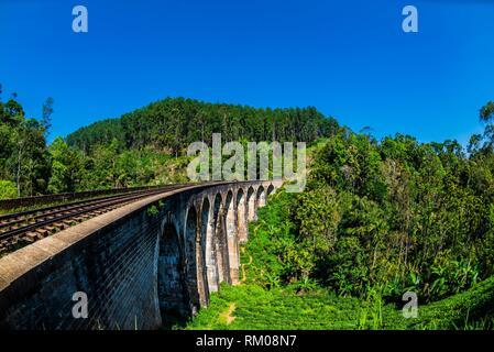 Nove Arch ponte ferroviario, Demodara, Ambagollapathana vicino Ella, provincia di Uva, Sri Lanka.