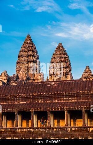 Angkor Wat, il più grande monumento religioso nel mondo (significa città che è un tempio); Cambogia.