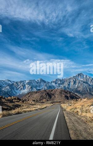 Lone Pine, California vista la mattina del Monte Whitney dal portale Whitney Road a Lone Pine