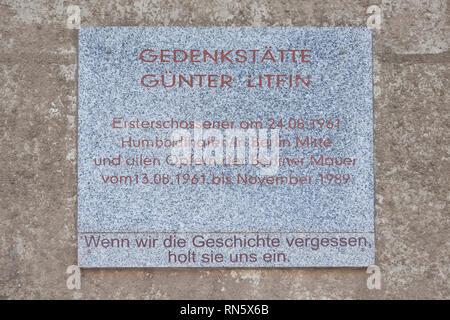 Memorial Günter Litfin, fu la prima vittima ad essere ucciso dal confine tedesco-orientale truppe, i primi a soccombere alle ferite di armi da fuoco Foto Stock