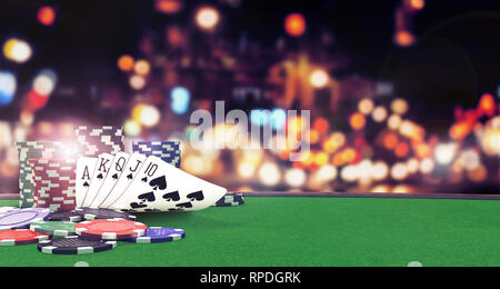 Poker royal flush sfondo con casino chips sul tavolo verde del rendering 3D Foto Stock