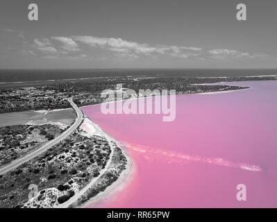 Foto aerea in bianco e nero del Lago Rosa e Gregorio in Western Australia con Oceano Indiano Foto Stock