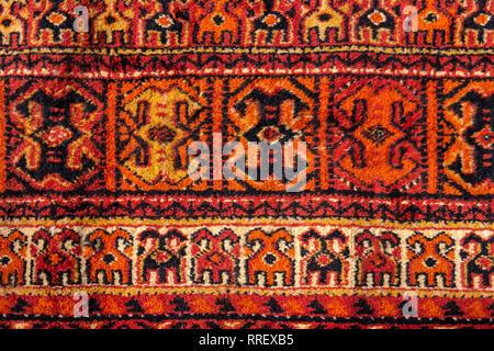 I Dettagli Di Ornamento Di Un Vintage Tappeto Persiano Di Rosso Vivo