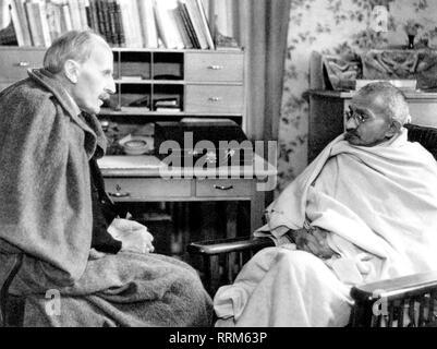 , Gandhi Mohandas Karamchand, Mahatma, 2.10.1869 - 30.1.1948, uomo politico indiano, durante la conversazione con Romain Rolland, Villeneuve, 10.12.1931, Additional-Rights-Clearance-Info-Not-Available Foto Stock